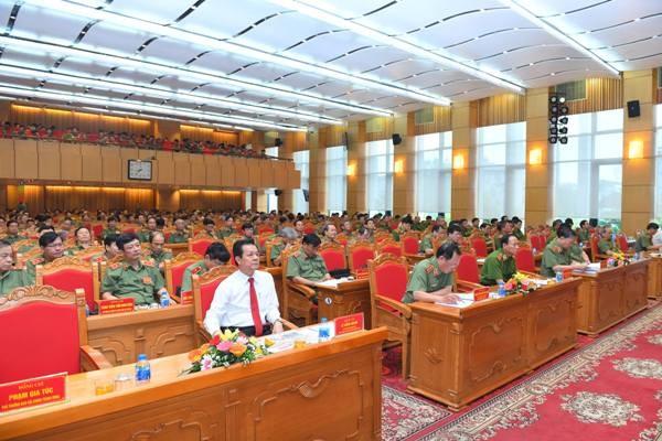 Các đại biểu tham dự hội nghị đã dành nhiều thời gian thảo luận các vấn đề quan trọng