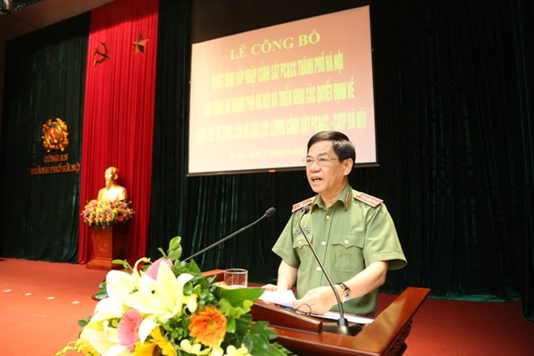 Thiếu tướng Đoàn Duy Khương, Giám đốc CATP Hà Nội yêu cầu lực lượng Cảnh sát PCCC - CATP Hà Nội bắt tay ngay vào kiện toàn tổ chức, tập trung hướng về cơ sở, làm tốt công tác PCCC, cứu hộ, cứu nạn