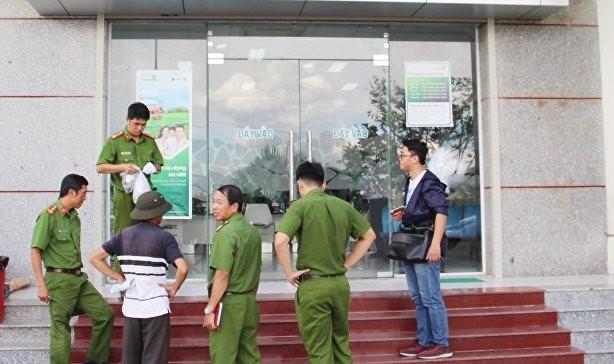 Lực lượng Công an khám nghiệm, điều tra vụ án cướp tại một ngân hàng, địa chỉ mà các đối tượng cướp thường nhắm tới