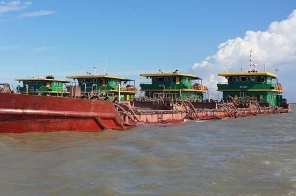 Nhiều tàu thuyền khai thác cát trái phép đã bị lực lượng chức năng phát hiện, xử lý