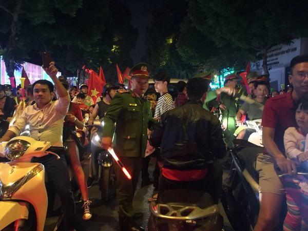 Lực lượng CSTT - CAQ Hoàn Kiếm và các đơn vị trên toàn thành phố xuống đường đảm bảo ANTT, TTATGT