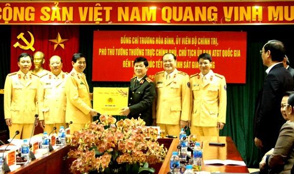 Trung tướng, Thứ trưởng Nguyễn Văn Sơn tặng quà, chúc Tết Cục CSGT