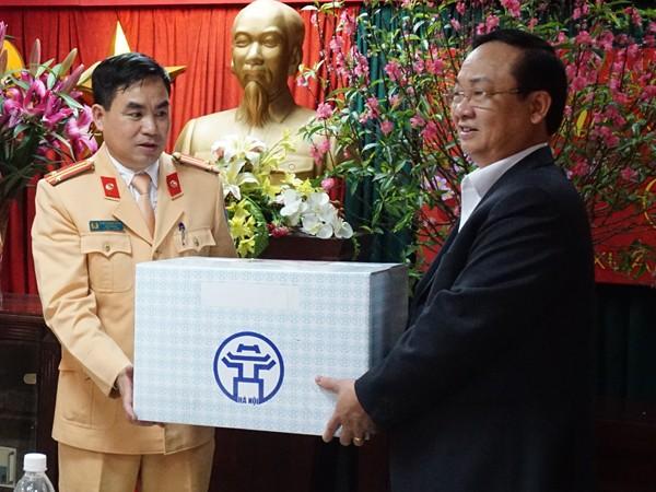 Phó Chủ tịch UBND TP Hà Nội đến kiểm tra, chúc Tết Đội CSGT số 1