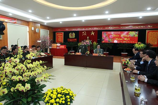 Trung tướng Đoàn Duy Khương, Giám đốc CATP Hà Nội trân trọng cảm ơn những tình cảm, sự động viên, chia sẻ của đồng chí Bí thư Thành ủy và đoàn công tác đã dành cho CATP Hà Nội và Phòng CSGT