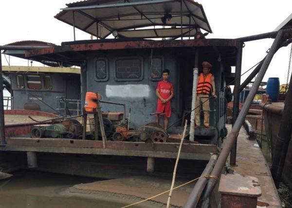 CSGT - CATP Hà Nội liên tiếp phát hiện, thu giữ nhiều tàu thuyền khai thác cát trái phép