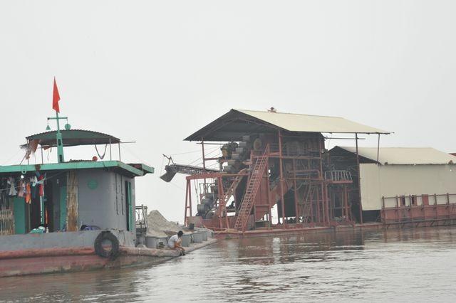 Nhiều phương tiện khai thác cát trái phép bị CSGT đường thủy Hà Nội phát hiện, bắt giữ