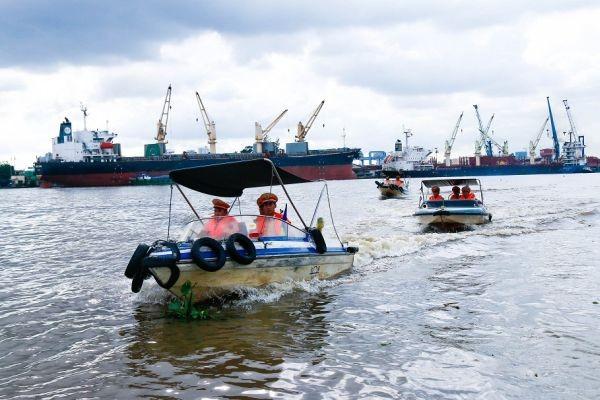 CSGT đường thủy tăng cường kiểm tra đảm bảo ATGT trong mùa mưa bão