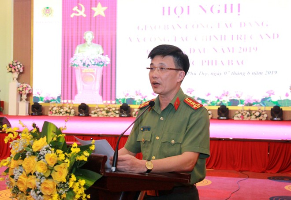 Đại tá Phạm Trường Giang, Giám đốc Công an tỉnh Phú Thọ phát biểu tại Hội nghị