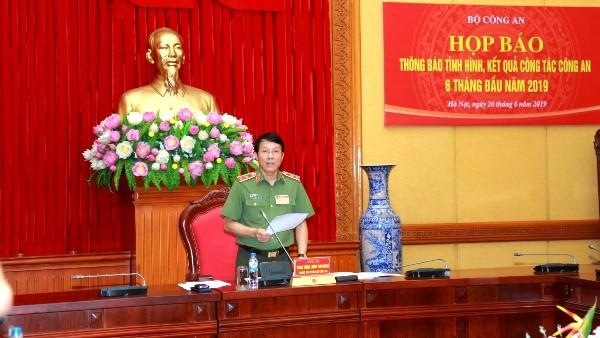 Trung tướng Lương Tam Quang chủ trì buổi họp báo