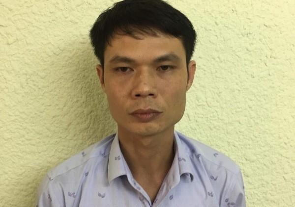 Phú bị CAQ Hoàn Kiếm bắt giữ sau khi lừa đảo chiếm đoạt tình và tiền của nhiều phụ nữ