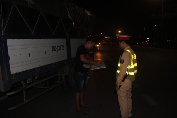 Hầu hết các lái xe dù không muốn nhưng vẫn phải thực hiện yêu cầu kiểm tra của Cảnh sát giao thông