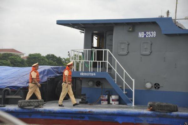 Lực lượng Cảnh sát giao thông đường thủy kiểm tra tàu, thuyền trên các tuyến sông toàn quốc