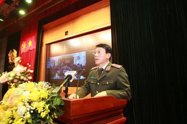 Trung tướng Lương Tam Quang, Thứ trưởng Bộ Công an cho biết, các đối tượng trong nhóm do Lê Đình Kình cầm đầu đã sử dụng lựu đạn, bom xăng, các loại vũ khí để chống đối, sát hại 3 cán bộ, chiến sỹ Công an
