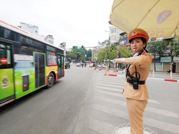 Lực lượng CSGT Thủ đô được huy động 100% quân số hướng dẫn phân luồng, đảm bảo an toàn cho nhân dân đi lại sau Tết