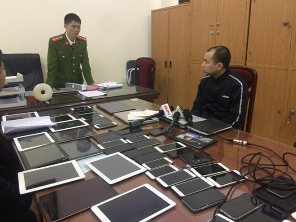 Cơ quan CSĐT - CAQ Cầu Giấy đấu tranh khai thác một trong những đối tượng cầm đầu đường dây đánh bạc qua mạng internet