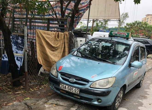 Chiếc xe taxi gây tai nạn lúc rạng sáng được Quý mang đi rửa sạch sẽ, nhằm xóa dấu vết