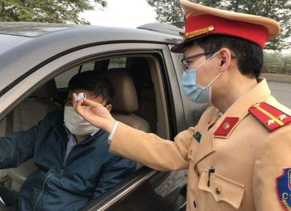 Lực lượng CSGT sẽ tăng cường kiểm tra thân nhiệt đối với những người đến trụ sở liên hệ làm việc