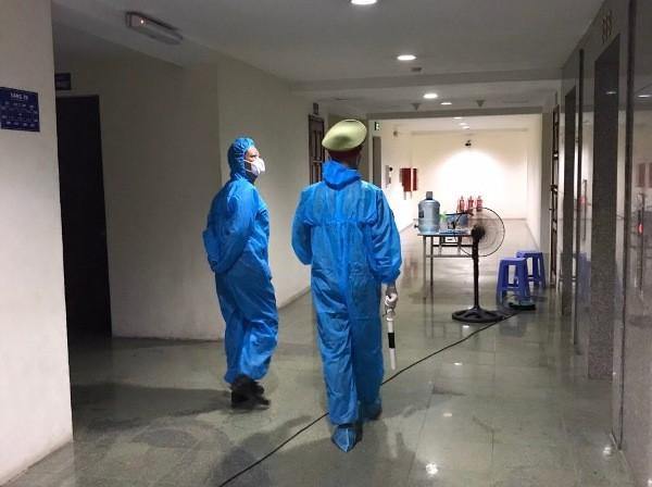 Trắng đêm đảm bảo an toàn tòa nhà 34T Hoàng Đạo Thúy - khu cách ly phòng dịch Covid-19 ảnh 4