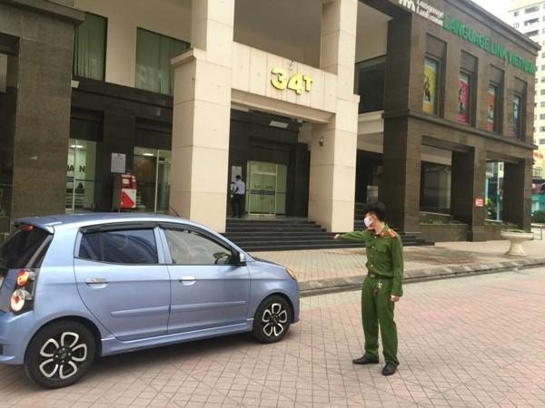 Lực lượng CAP Trung Hòa tăng cường đảm bảo ANTT, hướng dẫn giúp đỡ nhân dân tại khu vực tòa nhà 34T
