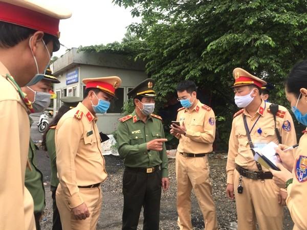 Giám đốc CATP Hà Nội chỉ đạo tất cả CBCS thực hiện nhiệm vụ phải đảm bảo tuyệt đối an toàn cho bản thân và người được kiểm tra; xử lý nghiêm đối với đối tượng chống đối