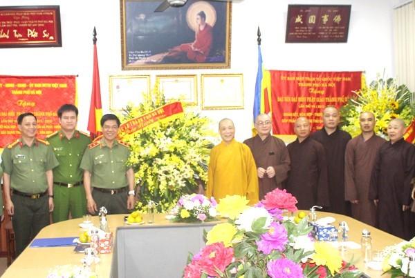 Trung tướng Đoàn Duy Khương, Giám đốc CATP Hà Nội chúc mừng Giáo hội Phật giáo Việt Nam TP Hà Nội nhân dịp Đại lễ Phật đản 2020