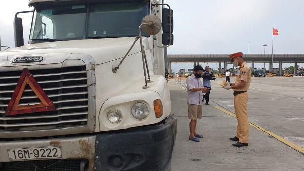 Các tổ công tác của Cục CSGT tăng cường kiểm tra, kiểm soát phương tiện trên những tuyến cao tốc