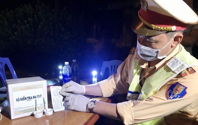 CSGT cả nước phát hiện nhiều lái xe dương tính với ma túy và vi phạm nồng độ cồn qua các thiết bị kiểm tra hiện đại