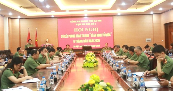 Đồng chí Phó Giám đốc CATP - Thiếu tướng Đoàn Ngọc Hùng đánh giá cao tính chủ động, hiệu quả của Cụm thi đua số 4 trong 6 tháng đầu năm 2020, nhất là công tác chống dịch Covid-19