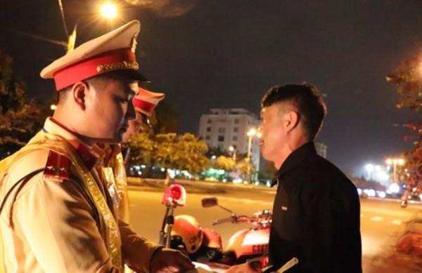 Lực lượng CSGT toàn quốc tăng cường kiểm tra phát hiện và xử lý những lái xe có dấu hiệu vi phạm bia, rượu