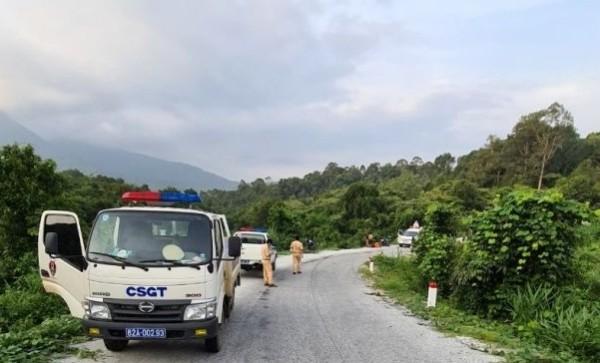 Lực lượng CSGT tập trung phân luồng, tham gia cứu hộ, cứu nạn tại khu vực xảy ra TNGT nghiêm trọng
