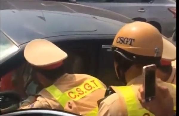 Nhiều lái xe bị ngất, gặp nạn trong xe ô tô đã được CSGT Thủ đô cứu giúp trong thời gian qua
