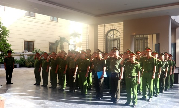 CBCS - CAQ Hoàn Kiếm nguyện khắc ghi công ơn của các anh hùng liệt sỹ; nỗ lực cố gắng hoàn thành xuất sắc nhiệm vụ được giao