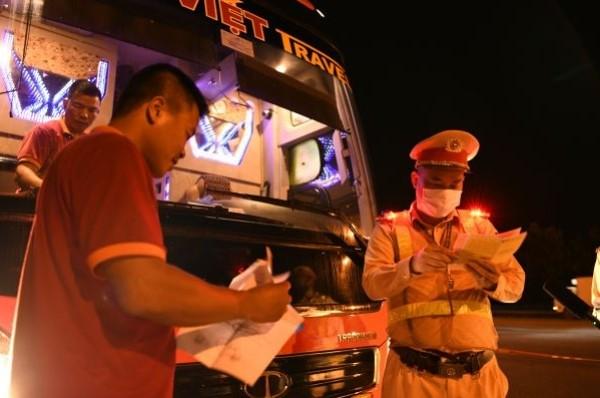 Lực lượng CSGT tăng cường kiểm tra xe khách hoạt động nhất là vào ban đêm