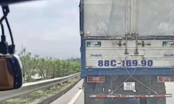 Chiếc xe tải không nhường đường cho xe ưu tiên trên cao tốc Hà Nội - Lào Cai