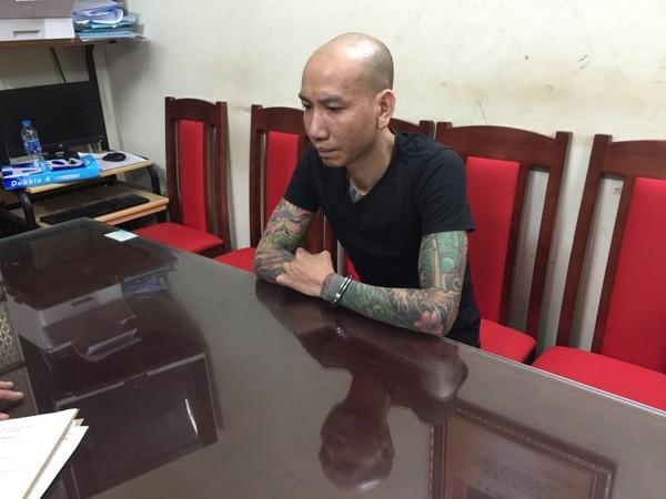 Đối tượng Phú Lê bị tạm giữ hình sự về hành vi cố ý gây thương tích cũng như đang bị Phòng CSHS điều tra xử lý về các hành vi khác