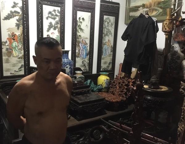 Nguyễn Văn Toàn cầm đầu ổ nhóm mua bán, trộm cắp cổ vật bị các trinh sát của Phòng Cảnh sát hình sự CATP Hà Nội bắt giữ