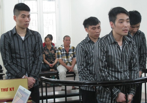 """""""Siêu trộm"""" xe máy Phạm Đức Cương cùng các bị cáo liên quan tại phiên xét xử"""