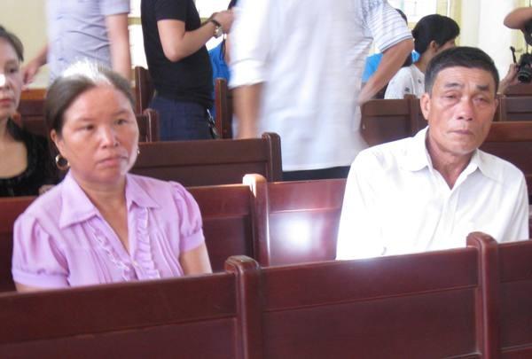 Trong khi đó, không chỉ có bị cáo mà cả vợ chồng ông Lý Văn Chúc cũng bác bỏ lời khai của nhân chứng mới Nguyễn Thị Thu Hà.