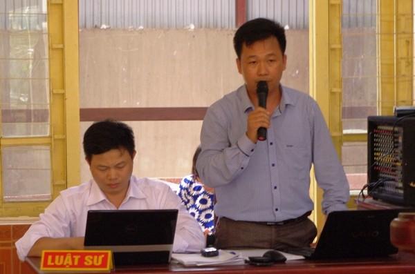 Luật sư Giáp Văn Điệp (Đoàn Luật sư tỉnh Bắc Giang) cùng cộng sự - bảo vệ quyền lợi gia đình bị hại chưa hết băn khoăn về một số tình tiết vụ án và đã đề nghị trả hồ sơ.