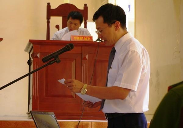 Luật sư Hoàng Minh Hiển (Đoàn Luật sư TP.Hà Nội) bào chữa cho Lý Nguyễn Chung tại tòa
