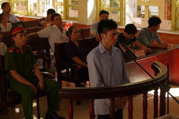 Phạm tội đặc biệt nghiêm trọng ở tuổi 15, Lý Nguyễn Chung chỉ bị tuyên phạt 12 năm tù