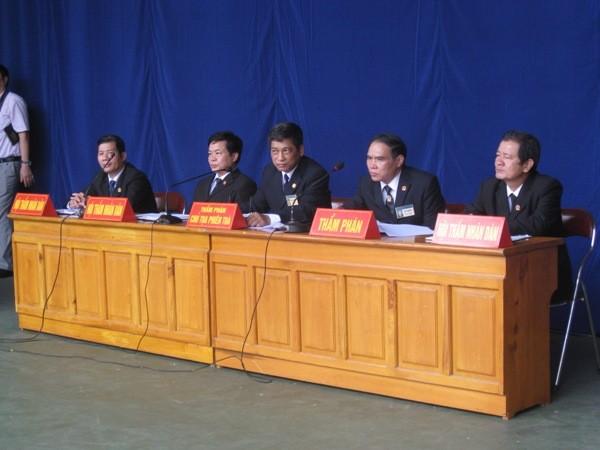 HĐXX sơ thẩm do Thẩm phán Hoàng Trọng Hồng - Chánh tòa Hình sự làm chủ tọa