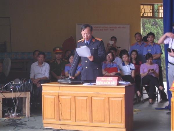 Đại diện VKSND tỉnh Yên Bái luận tội Đặng Văn Hùng, kẻ giết cùng lúc 4 người