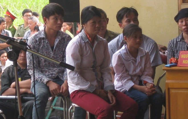 Tương tự, nhân chứng Nguyễn Thị Hán cũng có nhưng câu trả lời ngô nghê