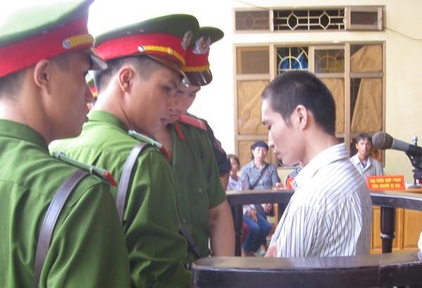 Quá trình khai báo tội ác, Đặng Văn Hùng thể hiện sự kém hiểu biết về kiến thức, pháp luật