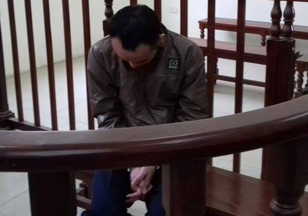 """Xấu hổ với hành vi phạm tội, Nguyễn Anh Dương luôn """"né"""" mọi ánh mắt của mọi người"""