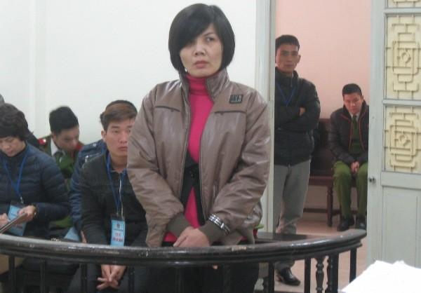 Cựu phó hiệu trưởng Trường Cao đẳng nghề Kỹ thuật - Mỹ thuật Việt Nam, bị cáo Nguyễn Thị Loan tại phiên tòa