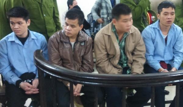 Các đối tượng buôn ma túy lúc tòa nghỉ nghị án