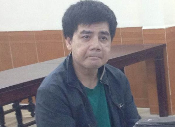 """Huỳnh Xuân Hùng (tức Hà """"Pê đê"""") tại phiên tòa"""