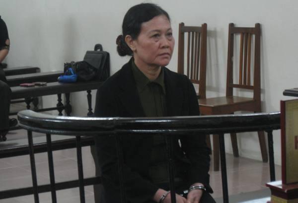 Cựu Phó hiệu trưởng Trường THPT Phương Nam - Trương Thị Yến tại phiên tòa